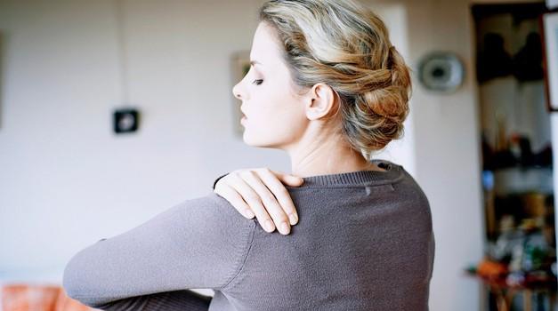 Kdor ima težave z rameni, pozablja nase (foto: profimedia)