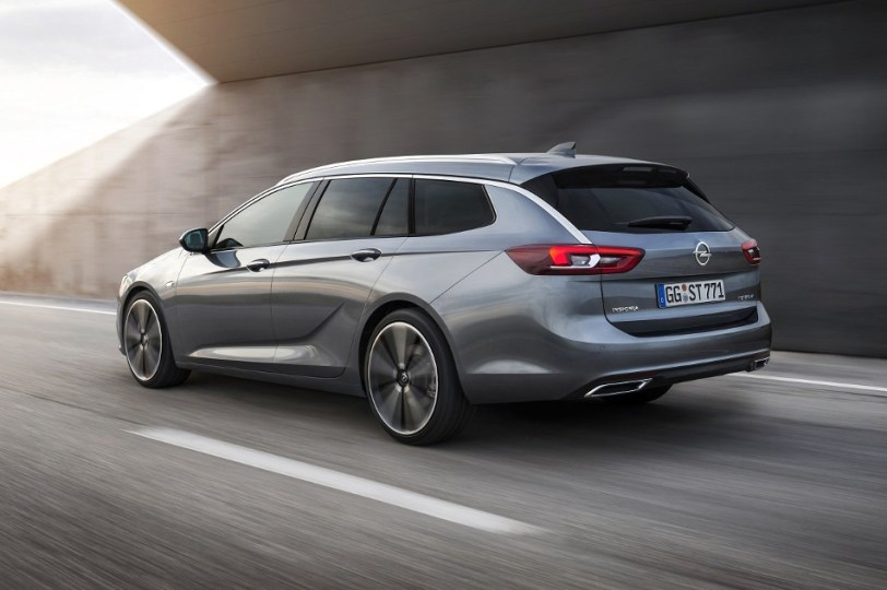 trasera en carretera - Opel Insignia Sport Tourer 1.5 Turbo 165 CV