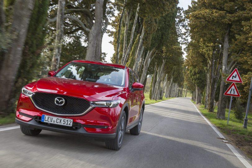 All newCX 5 Italy2017 Action 11 - Mazda CX-5 2.0L SKYACTIV-G 165 CV 2WD MT Zenith Black