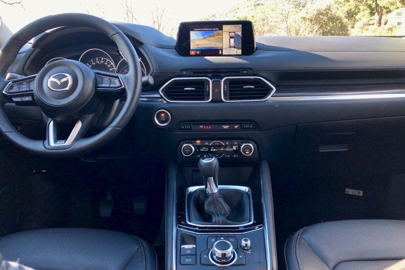 Consola central 1140x760 - Mazda CX-5 2.0L SKYACTIV-G 165 CV 2WD MT Zenith Black