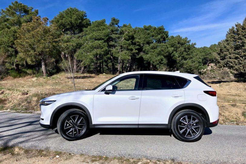 Lateral Izquierdo CX 5 1140x760 - Mazda CX-5 2.0L SKYACTIV-G 165 CV 2WD MT Zenith Black