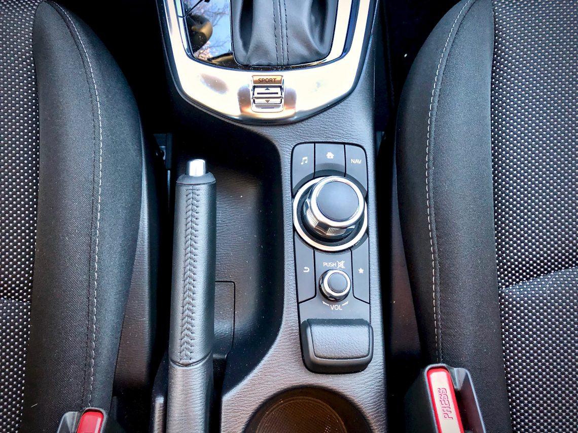 Mando giratorio 1140x855 - Mazda2 Zenith 1.5 Skyactiv-G 90 CV
