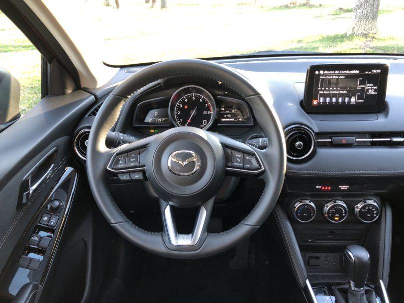 Puesto de conduccio%CC%81n Mazda2 - Mazda2 Zenith 1.5 Skyactiv-G 90 CV