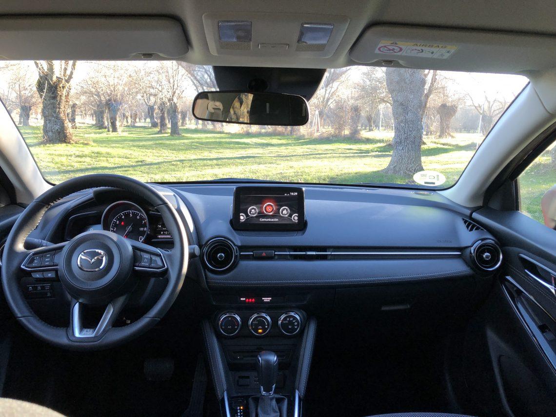 Salpicadero frontal 1140x855 - Mazda2 Zenith 1.5 Skyactiv-G 90 CV