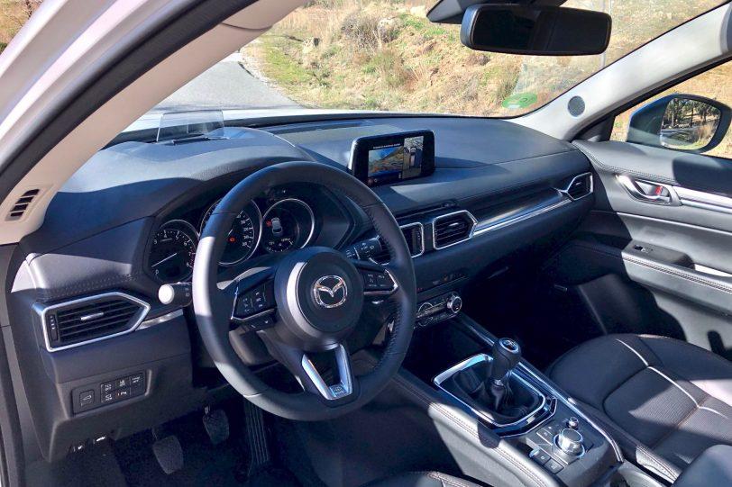 Salpicadero lateral izquierdo CX 5 1140x760 - Mazda CX-5 2.0L SKYACTIV-G 165 CV 2WD MT Zenith Black