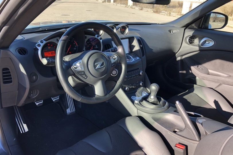 Interior 370z 1140x760 - Nissan 370z GT roadster con 328 CV y cambio manual