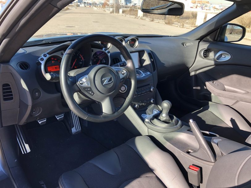 Interior 370z - Nissan 370z GT roadster con 328 CV y cambio manual
