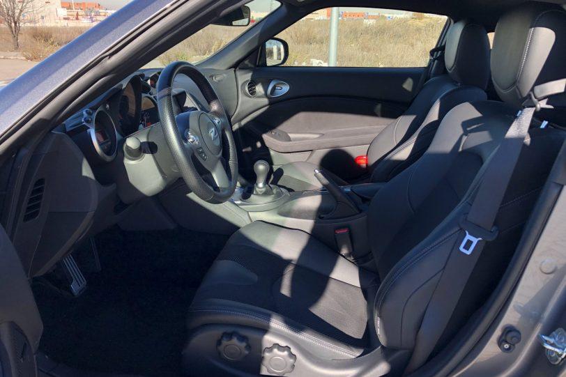 Plazas delanteras 370z 1140x760 - Nissan 370z GT roadster con 328 CV y cambio manual