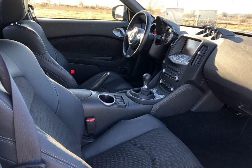 Plazas delanteras lateral derecho 1140x760 - Nissan 370z GT roadster con 328 CV y cambio manual