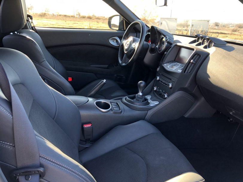 Plazas delanteras lateral derecho - Nissan 370z GT roadster con 328 CV y cambio manual