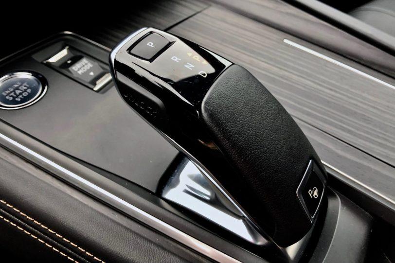 Pomo del cambio Peugeot 508 GT 1140x760 - Peugeot 508 GT: Viene para quedarse