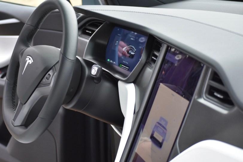 Puesto de conduccio%CC%81n Tesla Model X 100D - Tesla model X 100D: No es cualquier SUV