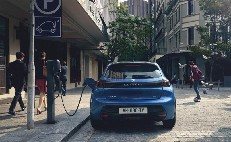 Cargando Peugeot 208 1260x775 - Nuevo Peuegot 208: Nuevo diseño, aspecto interior y ahora también un coche eléctrico