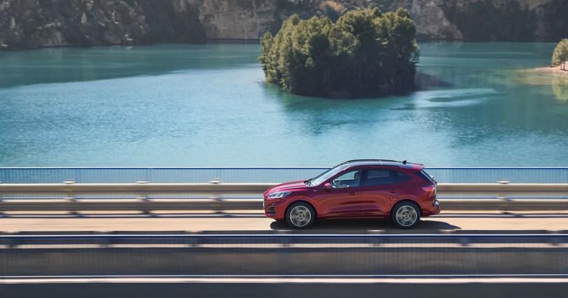 2560 30006 1 - El Ford Kuga se renueva como SUV híbrido, híbrido enchufable, mild hybrid, además de gasolina y diésel