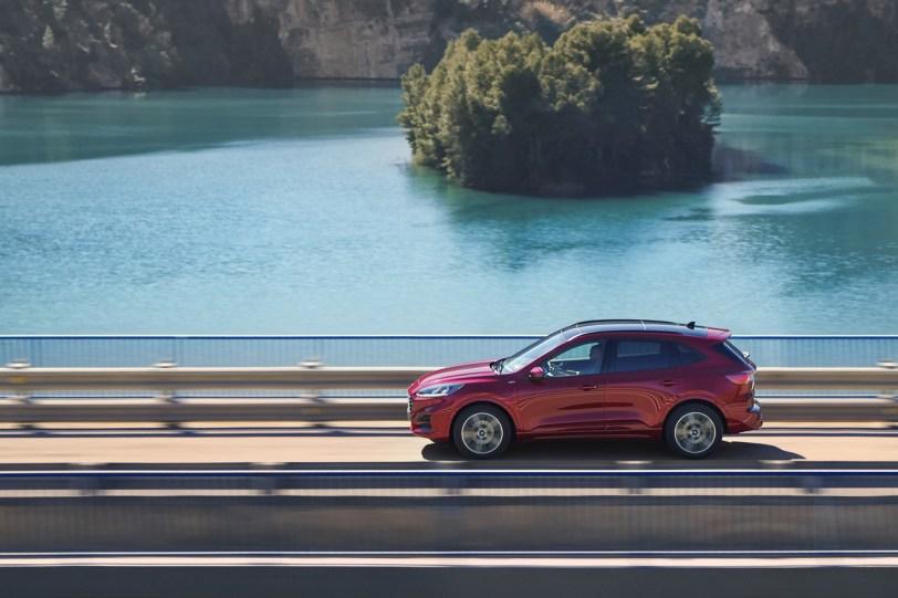 2560 30006 1 1260x840 - El Ford Kuga se renueva como SUV híbrido, híbrido enchufable, mild hybrid, además de gasolina y diésel