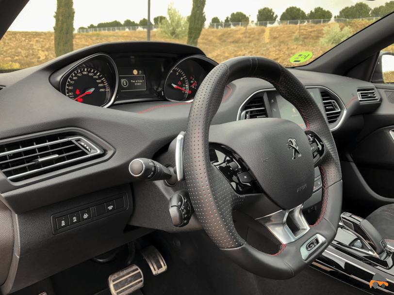 Puesto de conduccion Peugeot 308 GT - Peugeot 308 GT: El deportivo francés