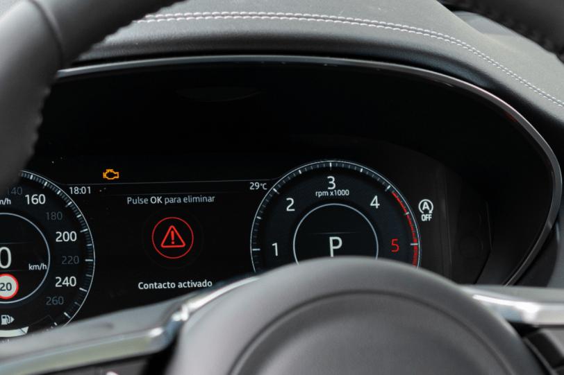Pantalla digital conductor Jaguar E Pace 1260x840 - Jaguar E-Pace: El SUV de entrada a la gama