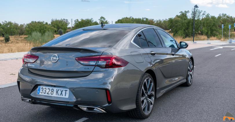 Trasera lateral derecho Opel Insignia GSi - Opel Insignia Grand Sport GSi: ¿Una berlina diésel y deportiva?