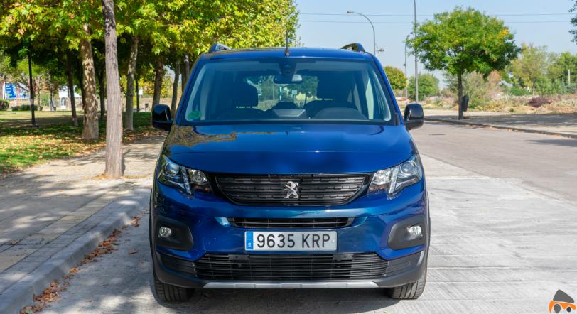 Frontal Peugeot Rifter - Peugeot Rifter Standard GT Line: Un vehículo adaptado para el transporte de personas