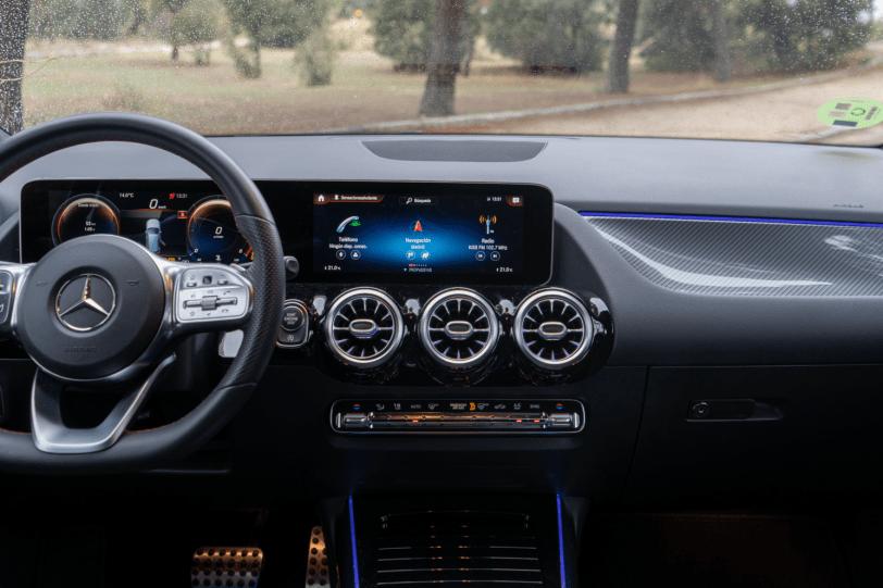 Salpicadero vista frontal Mercedes Benz Clase B 1260x840 - Mercedes Clase B 200d AMG Line: Un monovolumen con toques deportivos que te va a gustar