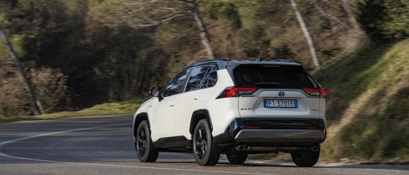 2019 toyota rav4 dyn 15 392838 - Toyota RAV4 Hybrid o Mitsubishi Outlander PHEV: ¿Cuál gasta menos?
