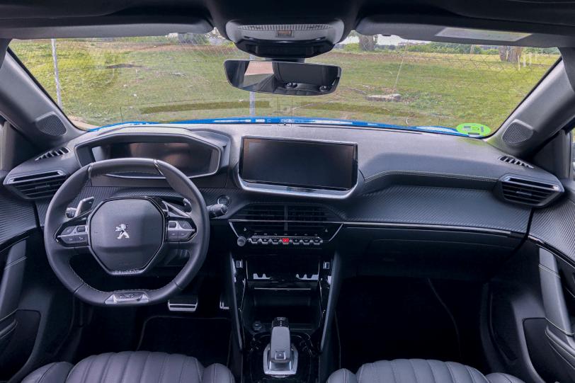 Salpicadero vista frontal Peugeot 208 GT Line 1260x840 - Peugeot 208 2020: Una evolución muy llamativa