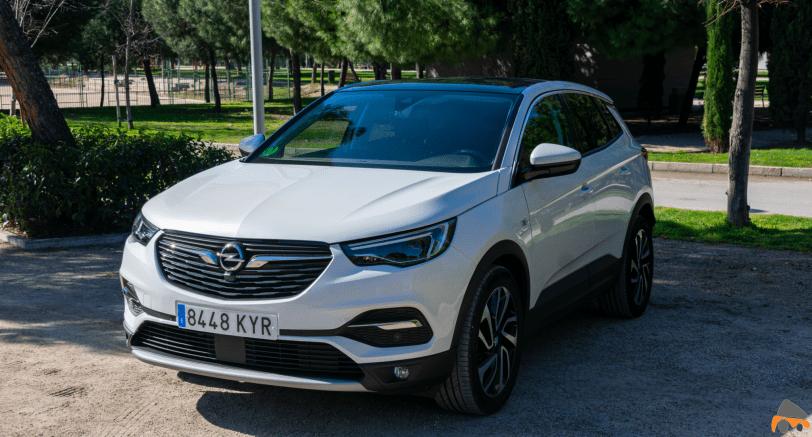 Frontal lateral izquierdo Opel Grandland X gasolina 180CV - Opel Grandland X 1.6 Turbo 180 CV: La versión de gasolina más potente del SUV alemán