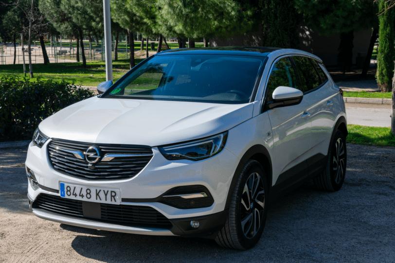 Frontal lateral izquierdo Opel Grandland X gasolina 180CV 1260x840 - Opel Grandland X 1.6 Turbo 180 CV: La versión de gasolina más potente del SUV alemán