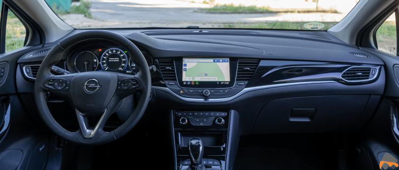 Salpicadero vista frontal Opel Astra 2020 145 CV - Opel Astra 2020 1.2 Turbo con 145 CV: Una renovación leve, pero muy necesaria