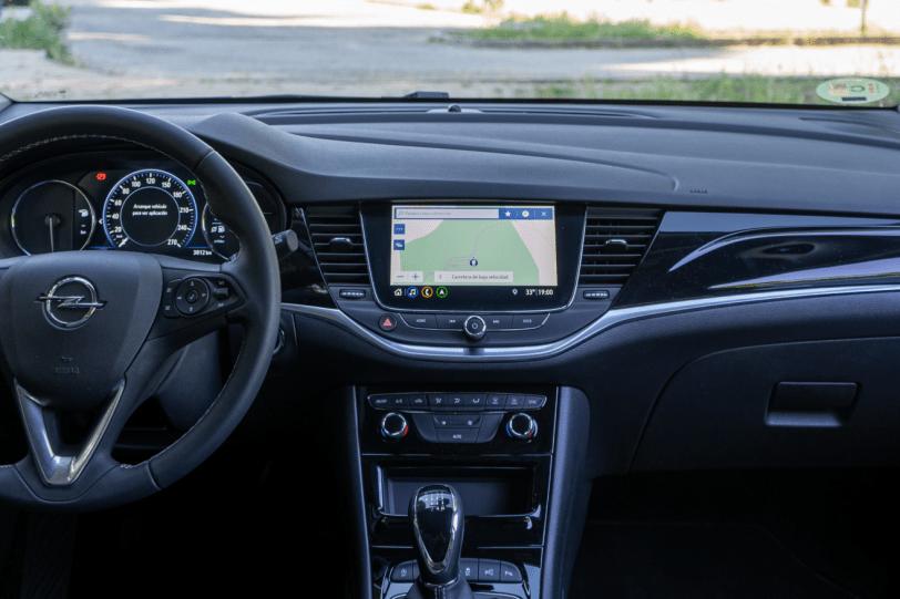 Salpicadero vista frontal Opel Astra 2020 145 CV 1260x840 - Opel Astra 2020 1.2 Turbo con 145 CV: Una renovación leve, pero muy necesaria