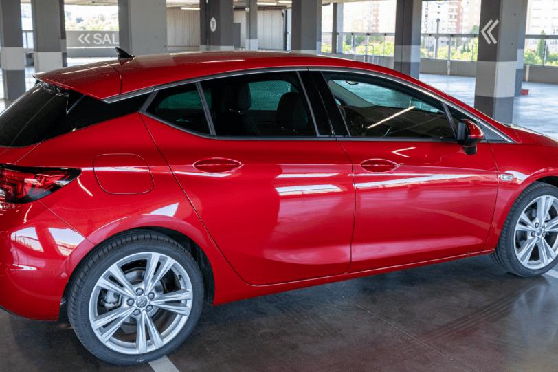 Trasera lateral derecho Opel Astra 2020 145 CV 1260x840 - Opel Astra 2020 1.2 Turbo con 145 CV: Una renovación leve, pero muy necesaria