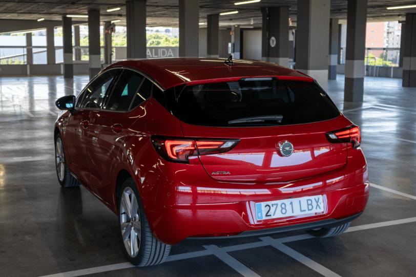 Trasera lateral izquierdo Opel Astra 2020 145 CV 1260x840 - Opel Astra 2020 1.2 Turbo con 145 CV: Una renovación leve, pero muy necesaria