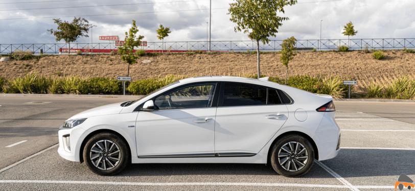 Lateral izquierdo Hyundai Ioniq Electrico - Prueba Hyundai Ioniq EV 2020: Un referente para la movilidad eléctrica