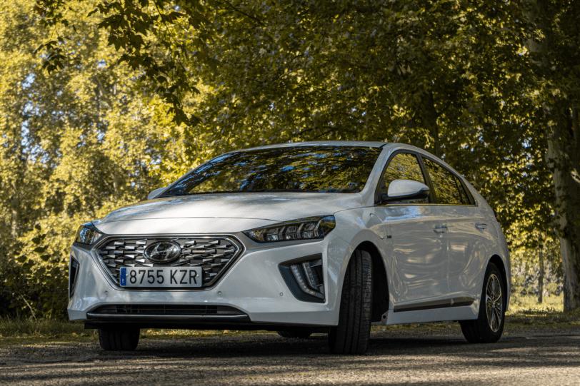 Frontal lateral izquierdo Hyundai Ioniq PHEV 1260x840 - Prueba Hyundai Ioniq PHEV 2020: ¿El mejor híbrido enchufable?