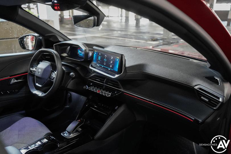 Salpicadero vista derecha Peugeot e 208 - Prueba del Peugeot e-208 GT 2020: Un eléctrico con mucho carácter