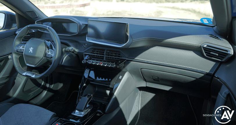 Salpicadero vista trasera derecha Peugeot e 2008 GT - Prueba Peugeot e-2008 GT 2020: ¿Un Peugeot 208 con esteroides?