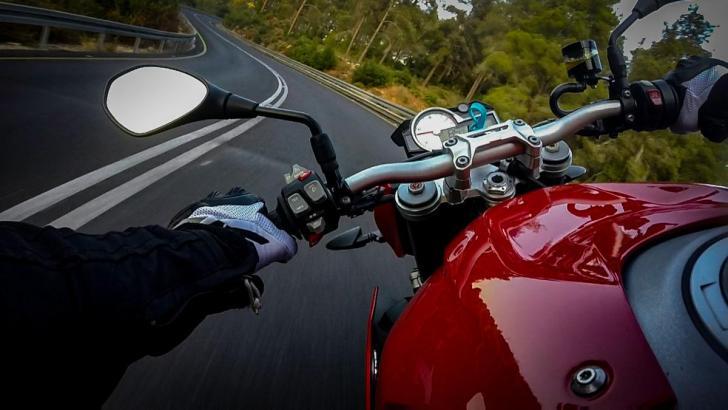 pillado moto 204 km h carretera toledo 2146933 - La DGT permitirá a las motos circular por el arcén cuando haya atasco