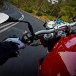 La DGT permitirá a las motos circular por el arcén cuando haya atasco