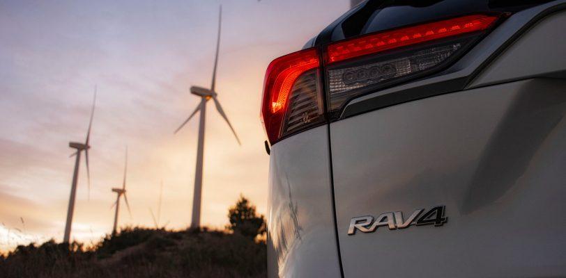 2019 toyota rav4 dyn 05 841760 scaled - Comparativa Suzuki Across vs Toyota RAV4 Hybrid 2021
