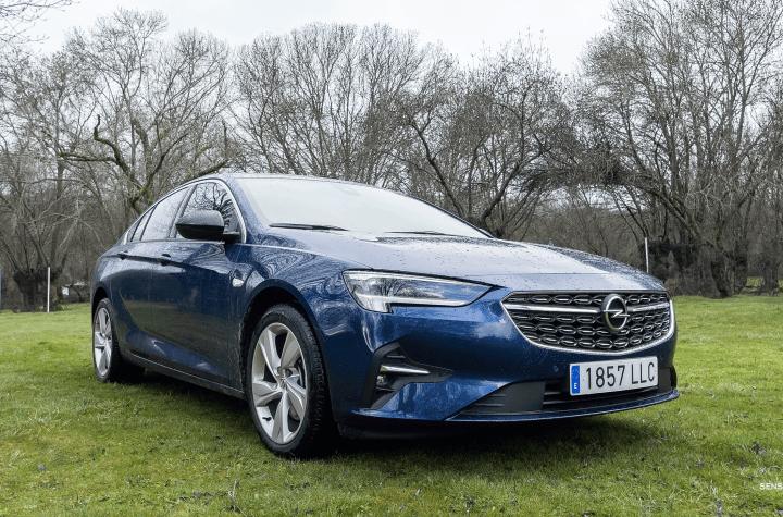 Frontal lateral derecho Opel Insignia 2021 - Prueba Opel Insignia 2021 GS Line 2.0T 200 CV: Listo para dar caña