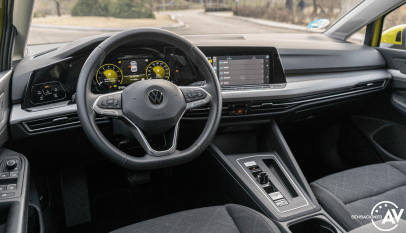 Salpicadero vista trasera izquierda Volkswagen Golf 8 - Prueba Volkswagen Golf 8 1.5 eTSI 150 CV: ¿El rey con etiqueta ECO?