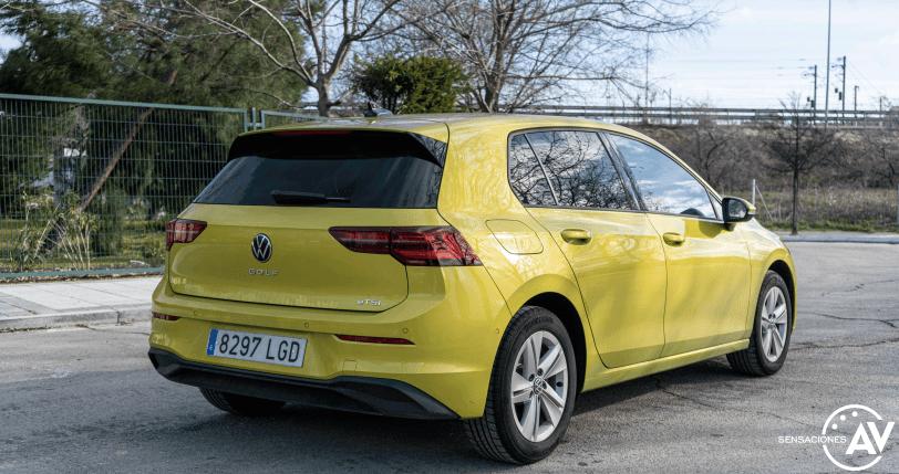 Trasera lateral derecho Volkswagen Golf 8 - Prueba Volkswagen Golf 8 1.5 eTSI 150 CV: ¿El rey con etiqueta ECO?
