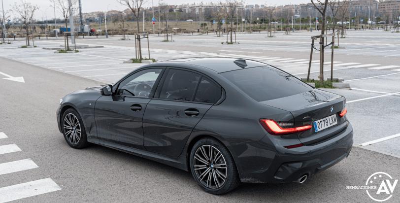 Trasera lateral izquierdo elevado BMW Serie 3 320d XDrive M Sport Individual - Prueba BMW Serie 3 320d XDrive: Una berlina deportiva y tecnológica