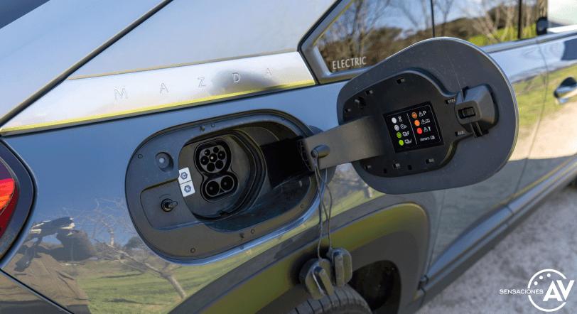 Puerto de carga Mazda MX 30 - Prueba Mazda MX-30: Un eléctrico diferente, ¿un acierto?