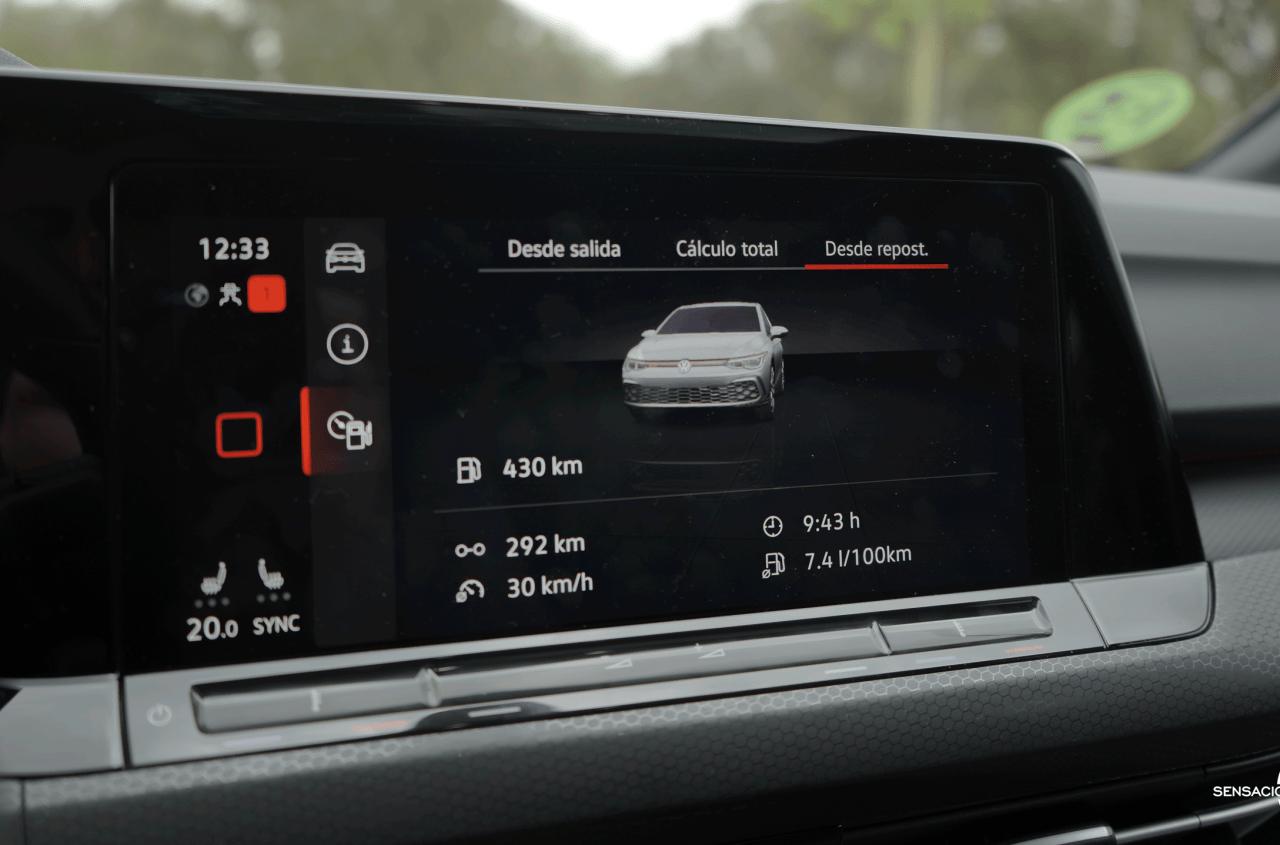 Pantalla multimedia Volkswagen Golf GTI - Prueba Volkswagen Golf 8 GTI 245 CV DSG: Una bomba divertida, polivalente y racional