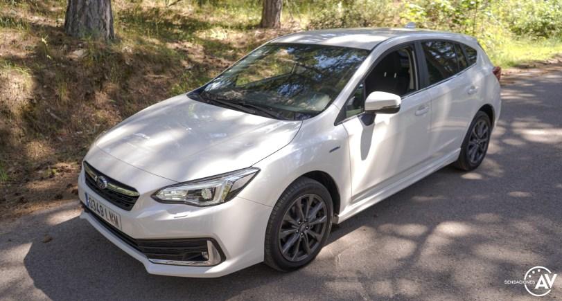 Frontal lateral izquierdo elevado Subaru Impreza - Prueba Subaru Impreza ecoHybrid 2021: Una leyenda electrificada
