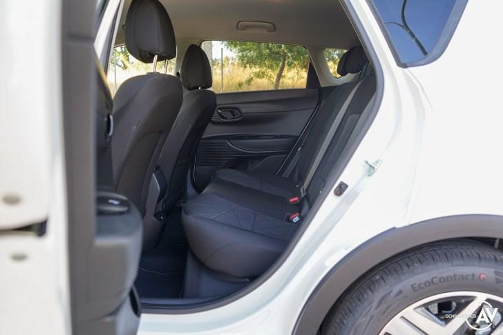 Plazas traseras vista izquierda Hyundai Bayon - Prueba Hyundai Bayon 1.0 TGDi 48 V 100 CV AT Tecno: ¿El nuevo rey del segmento B-SUV?