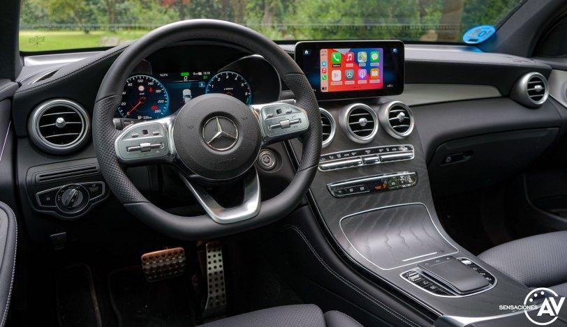 Salpicadero vista izquierda abajo Mercedes Benz GLC 300de - Prueba Mercedes-Benz GLC 300de 4Matic: Un SUV familiar, híbrido enchufable y diésel ¿Una buena combinación?