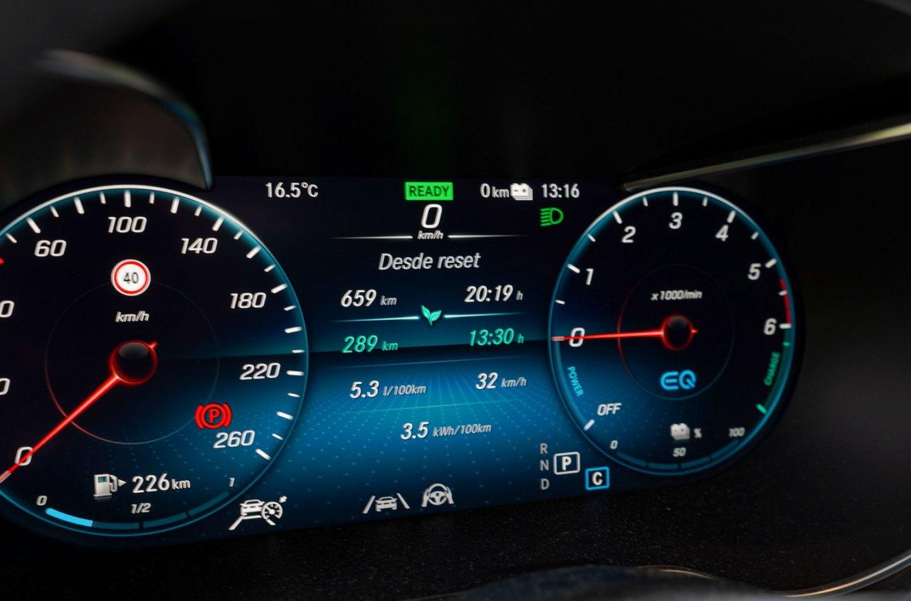 Tacometro Mercedes Benz GLC 300de - Prueba Mercedes-Benz GLC 300de 4Matic: Un SUV familiar, híbrido enchufable y diésel ¿Una buena combinación?
