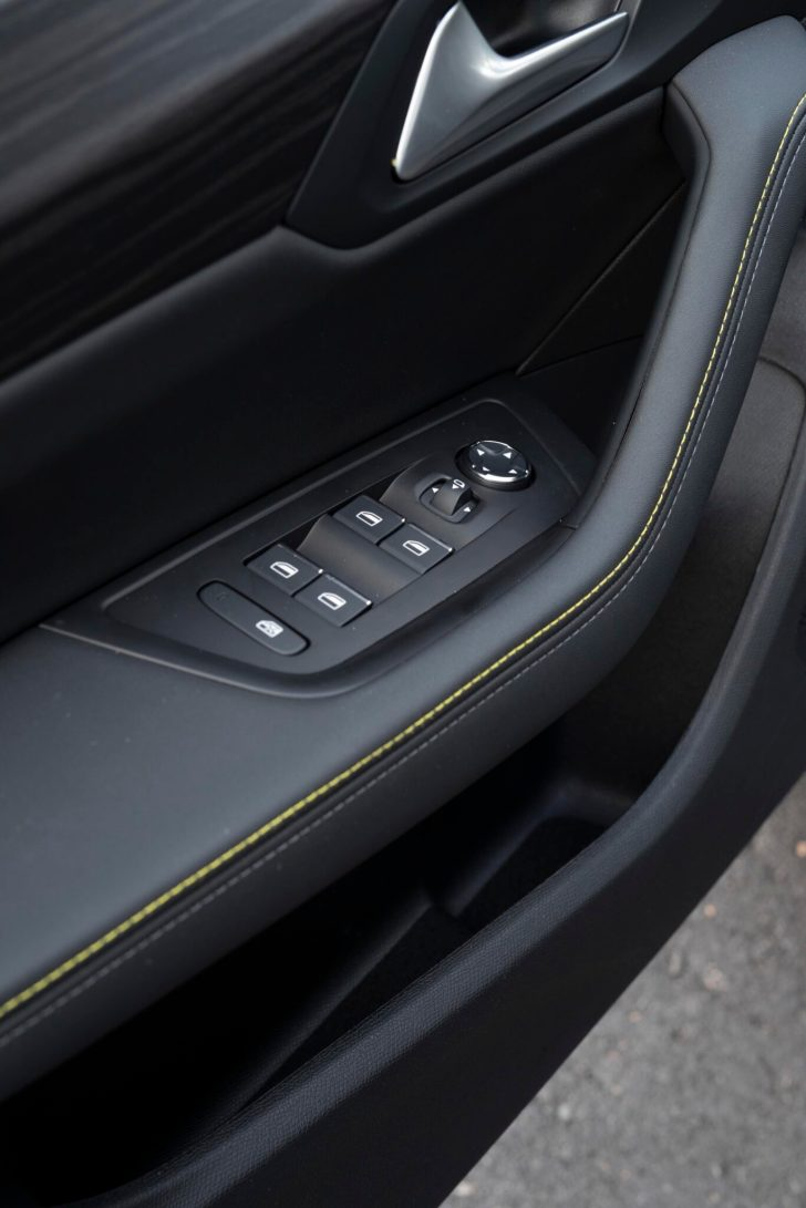 508PSE 03 scaled - Prueba Peugeot 508 PSE: Deportividad enchufable al estilo francés